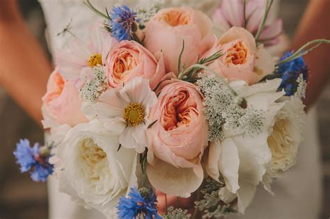 How to Make a DIY Wedding Bouquet (from Start to Finish