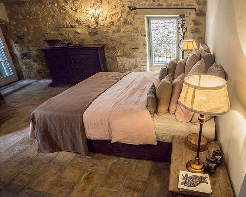 Dormitorio Casa rural, estilo provenzal en La Capelle et Masmolène, Francia