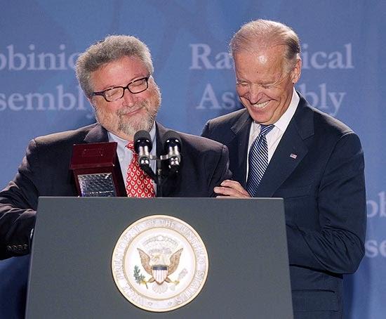 Vice-presidente dos EUA faz sinal da cruz em convenção judaica