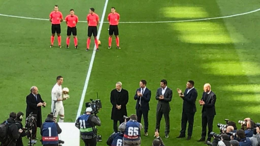 Owen e Ronaldo participaram de evento em Madri (Crédito: @themichaelowen/Twitter)