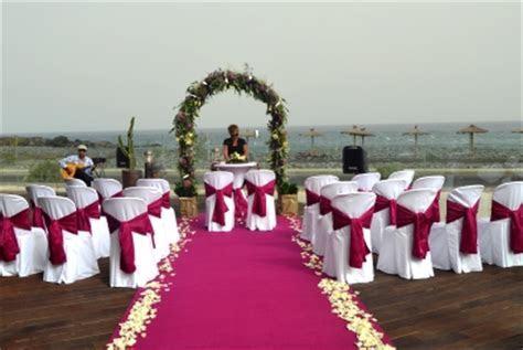 Amazing beachfront wedding with colour theme