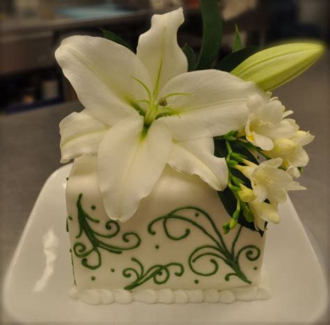 17 Best images about Wedding Flowers   Lilies on Pinterest