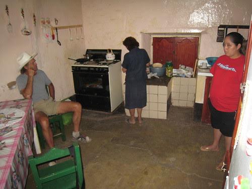 Caballo Blanco i koket pa restaurangen