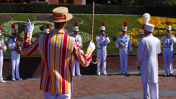 Disneyland, Disneyland Band, Alice, Cinderella, Bert