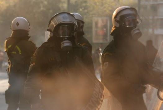 Θεσσαλονίκη: Ξύλο και δακρυγόνα στο δημαρχείο - ΜΑΤ εναντίον εργαζομένων!