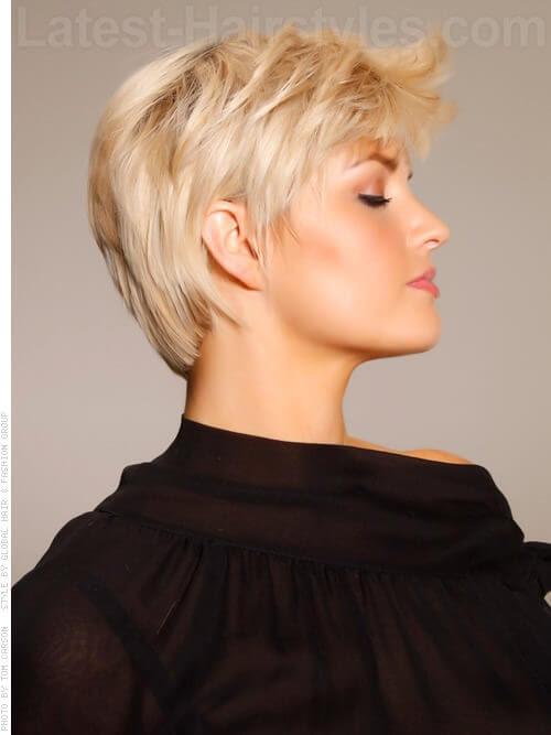 Reine Blonde Bangs Geerntetes Cut Seitenansicht