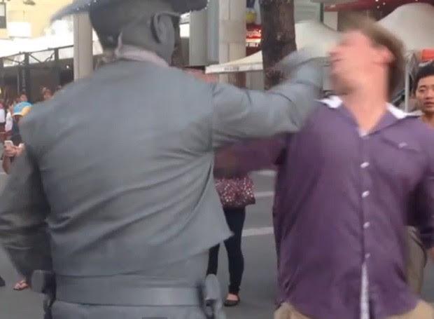 Artista se irritou e desferiu soco em pedestre (Foto: Reprodução)