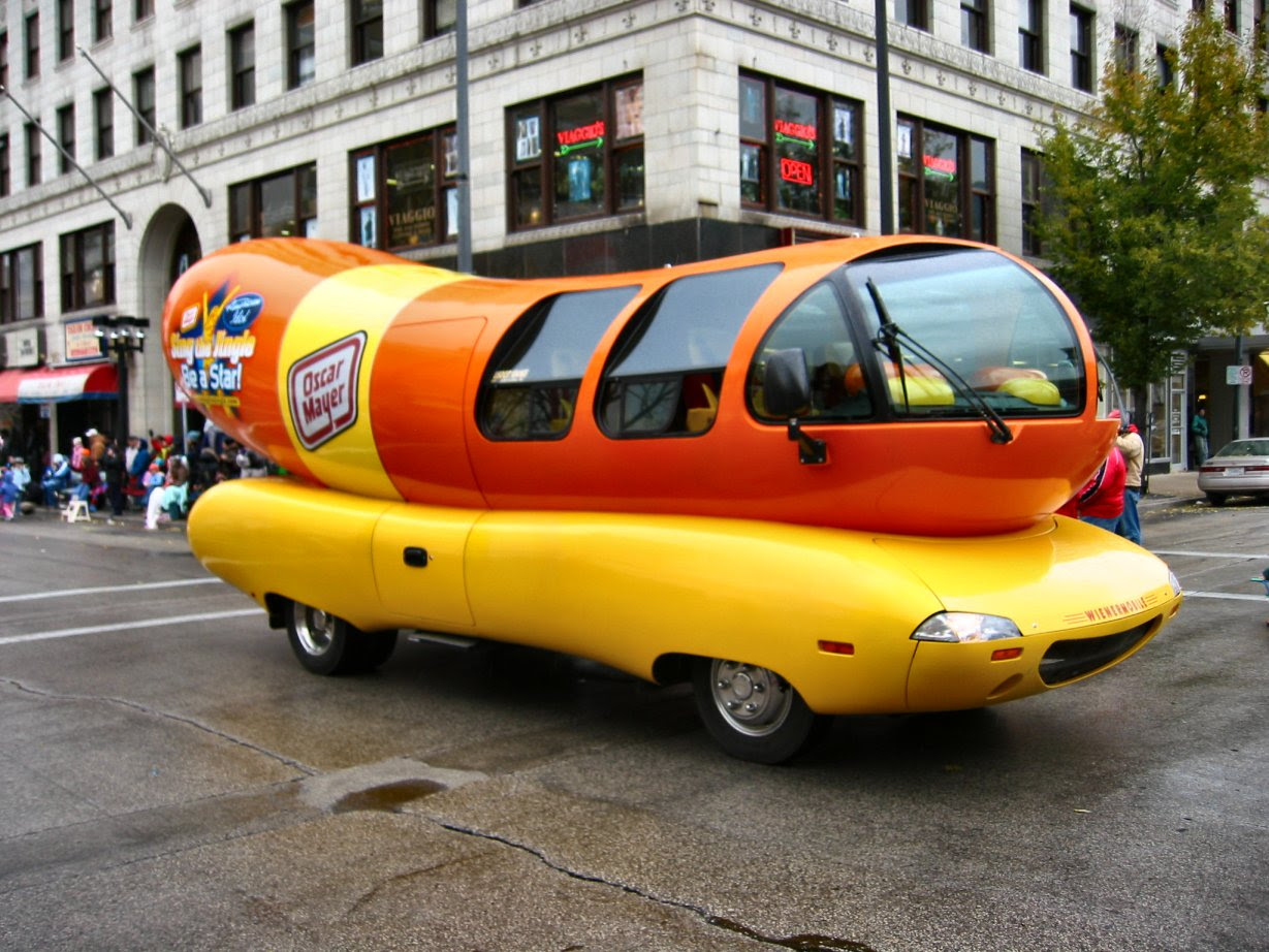 Oscar Mayer Wiener Mobile at the Milwaukee Holiday/Christmas Parade 2007 - photo by Mike Fisk -- soul-amp.com