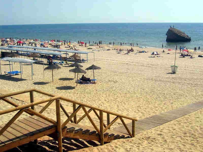 http://www.playacostaluz.com/mata/plantilla/costa_luz_beach.jpg