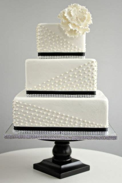 30 Gorgeous Square Wedding Cake Ideas   Weddingomania
