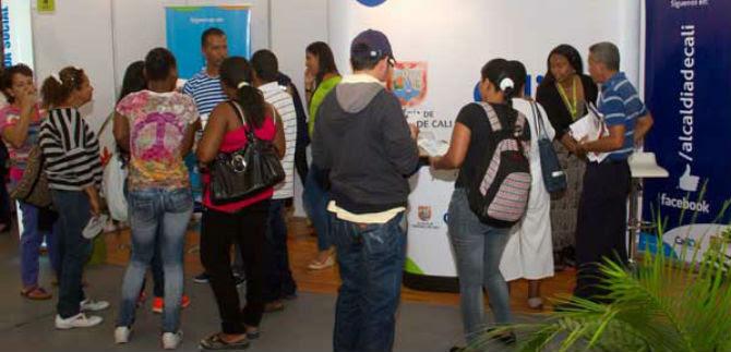 Planeación Municipal asesora a asistentes a la Feria de Vivienda, en la Plaza de Toros