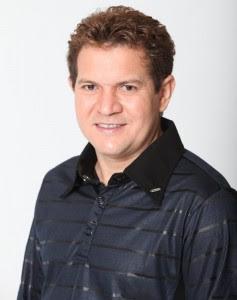 Chimbinha estaria mantendo o relacionamento com Karen Ketlen, pivô de sua separação de Joelma, segundo o colunista Leo Dias, do jornal 'O Dia'