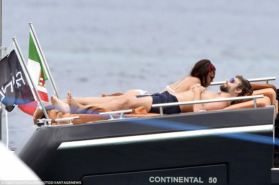 Esta é a vida: O casal parecia relaxado e confortável na companhia uns dos outros
