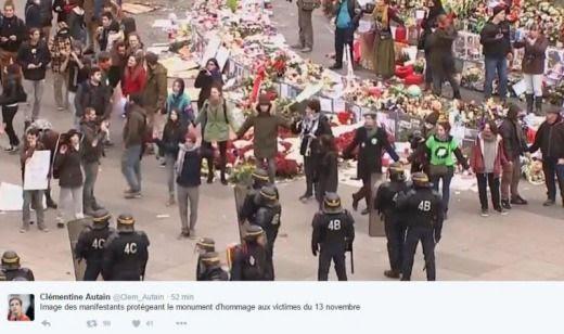 L'oltraggio dei manifestanti al memoriale di Parigi. Le foto che smascherano la bufala mondiale