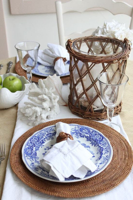 A perfect tablescape for the seaside
