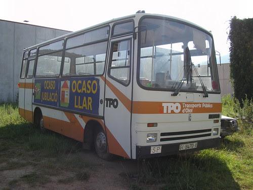 Bus Ebro de l'empresa TRANSPORTS URBANS D'OLOT a un polígon industrial d'Olot (La Garrotxa-Girona)
