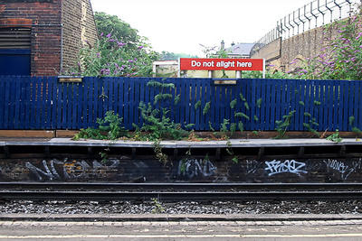 Queenstoen Road Railway Station