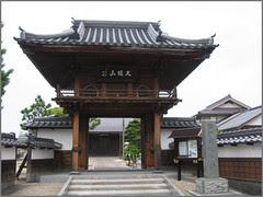 33 temple gate