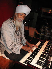 Photos of Dr. Lonnie Smith Playing New Hammond Sk2 Organ Keyboard by Jon Hammond