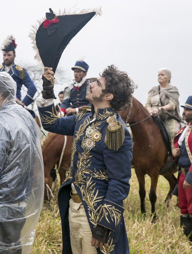 Caio Castro interpreta Dom Pedro em 'Novo Mundo' (Foto: Divulgação/TV Globo)