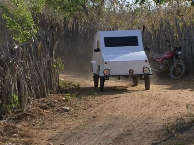 Agricultor constrói carro apelidado de 'caveirão' em Santa Isabel,Quixeramobim
