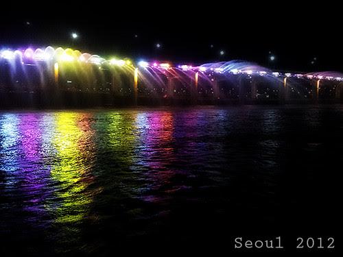 el puente que suelta agua