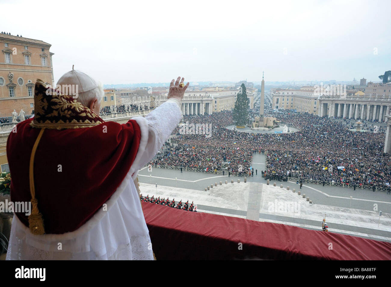 "Italy, Milan : Christmas celebration, ""Urbi et Orbi"" blessing by Benedict XVI (2008/12/25) Stock Photo"