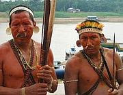 Due uomini della tribù dei  Matis