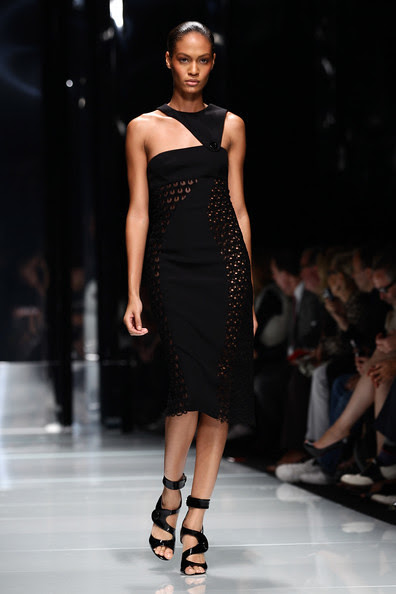 Versace+Milan+Fashion+Week+Womenswear+2011+Is4noXf8fBfl