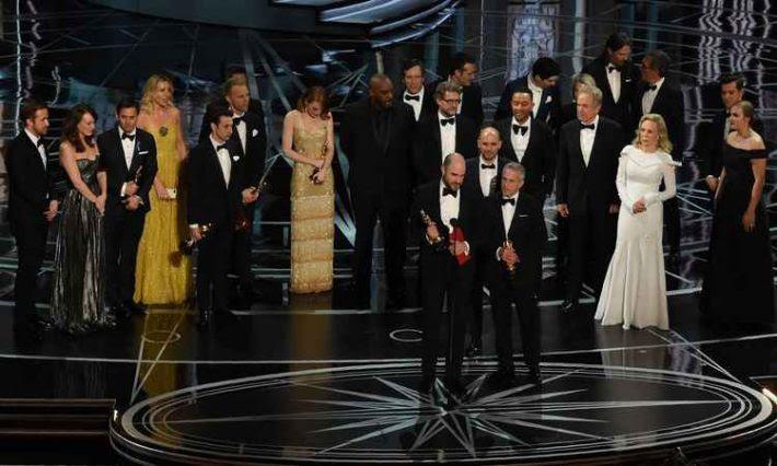 Warren e Faye se enrolam na entrega do Oscar 2017 para melhor filme Foto AFP
