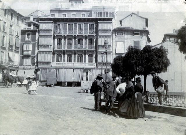 Plaza de Zocodover en junio de 1905. Fotógrafo anónimo. Colección Luis Alba. Ayuntamiento de Toledo