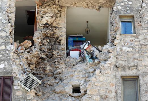 Σεισμός στην Ιταλία: 30.000 άστεγοι μετά την καταστροφή – Πολλοί αρνούνται να εγκαταλείψουν τα σπίτια τους