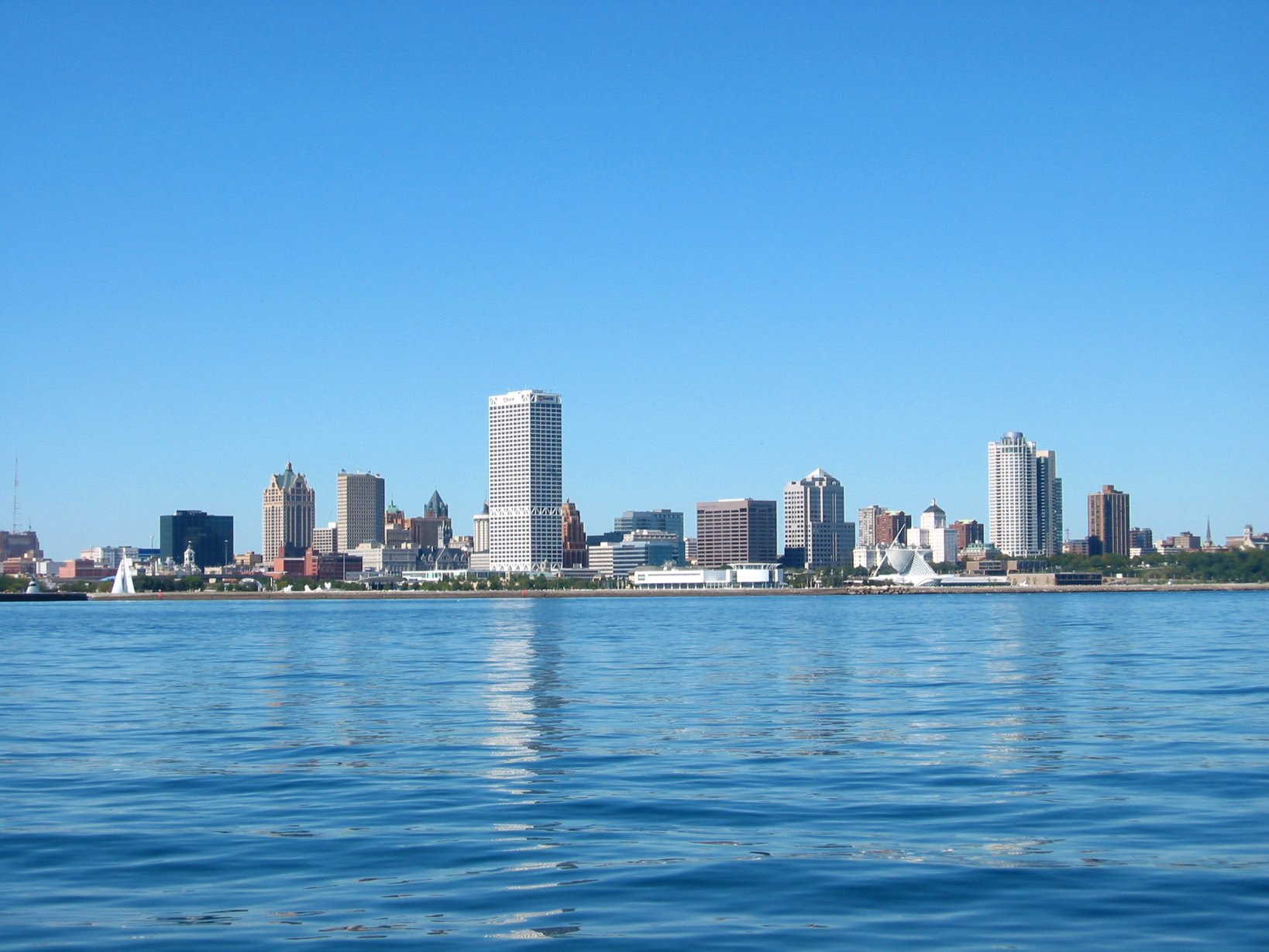 Milwaukee McKinley Marina - glassy water and the Milwaukee Skyline - soul-amp.com