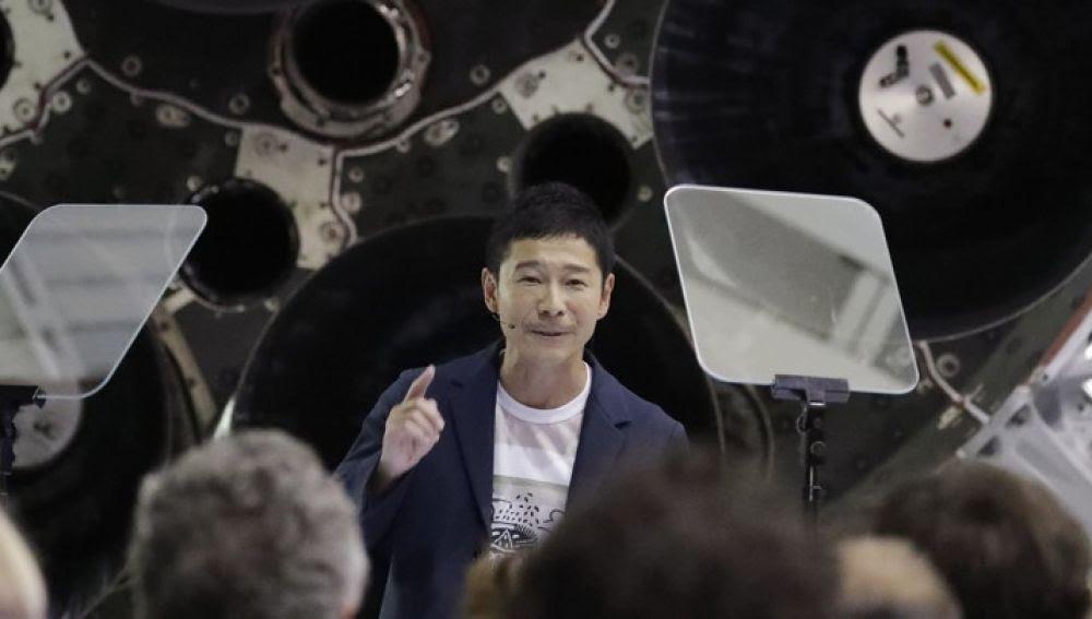 Resultado de imagen para Un multimillonario japonés busca una mujer que le siga hasta la Luna