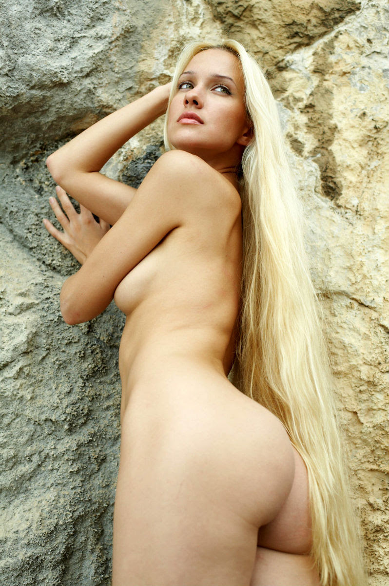 Hot nude blonde haired girl — photo 7