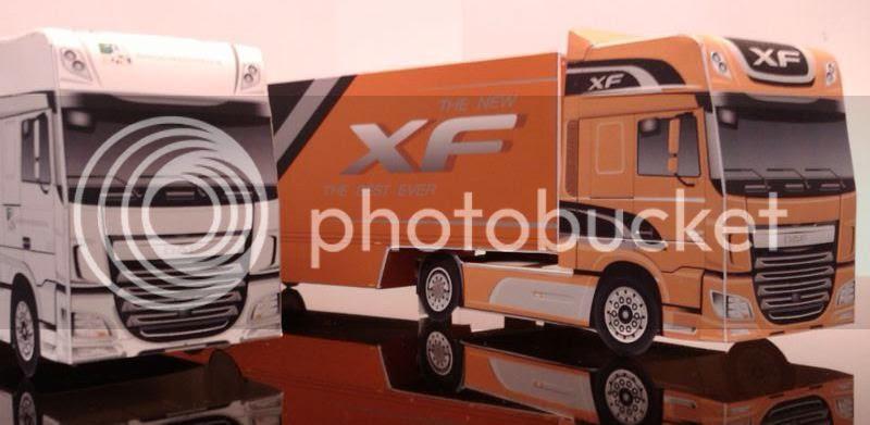 photo bouwplaat-papercraft-daf-new-xf-euro6_oranje_02_zps080104be.jpg