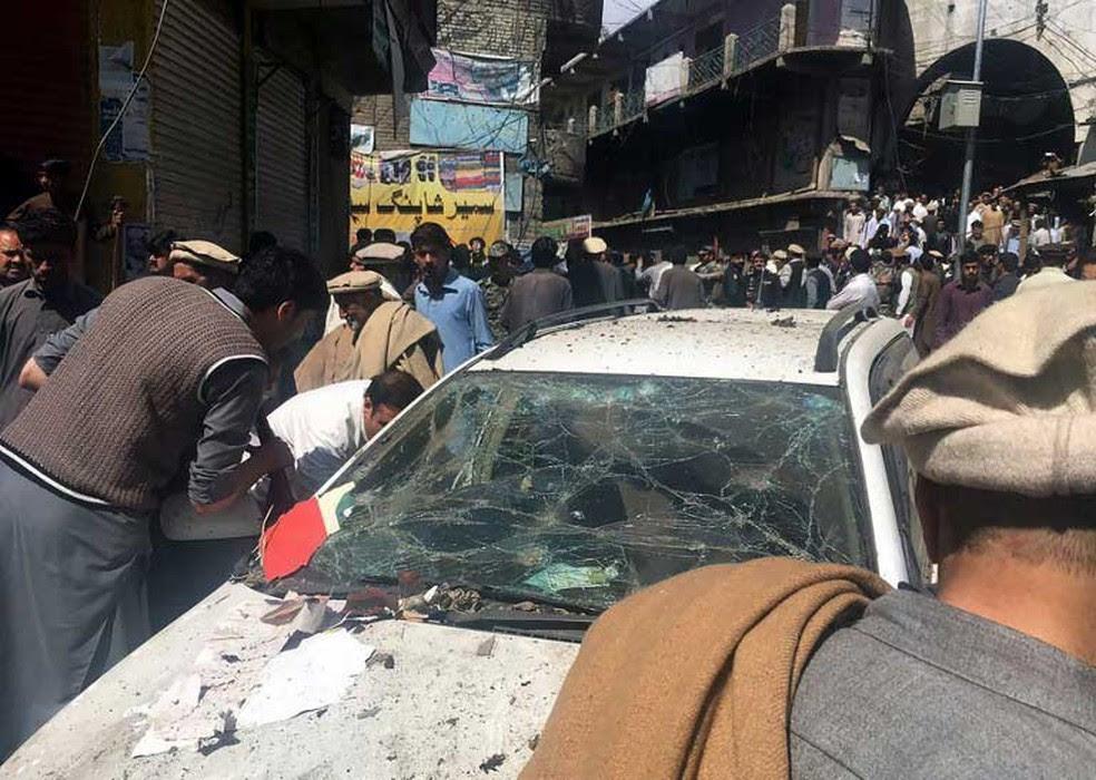 Explosão perto de uma mesquita e de um mercado deixou dezenas de feridos e mortos em Parachinar, no Paquistão  (Foto: AFP)