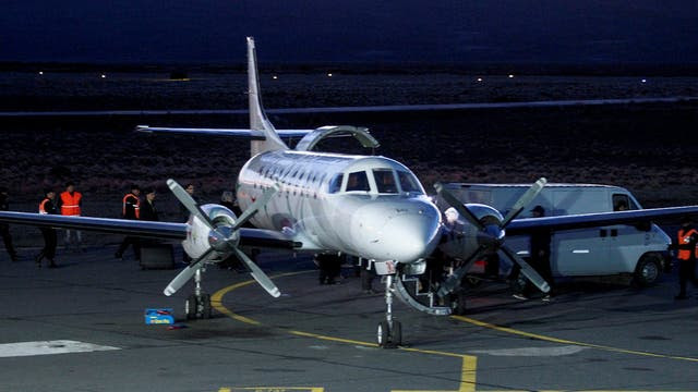 El avión que traslada el cuerpo de Santiago Maldonado, minutos antes de la partida hacia Buenos Aires