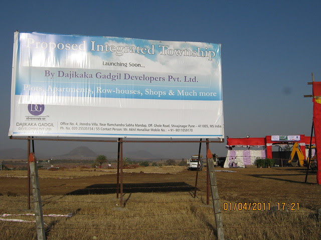 Launching Dajikaka Gadgil Developers' Anant Srishti Kanhe, 35 Acre Gated Community of N A Bungalow Plots - Row Houses -  1 BHK, 2 BHK, 2.5 BHK Flats - near Talegaon - on Old Mumbai Pune Highway - N H 4 - board at the site