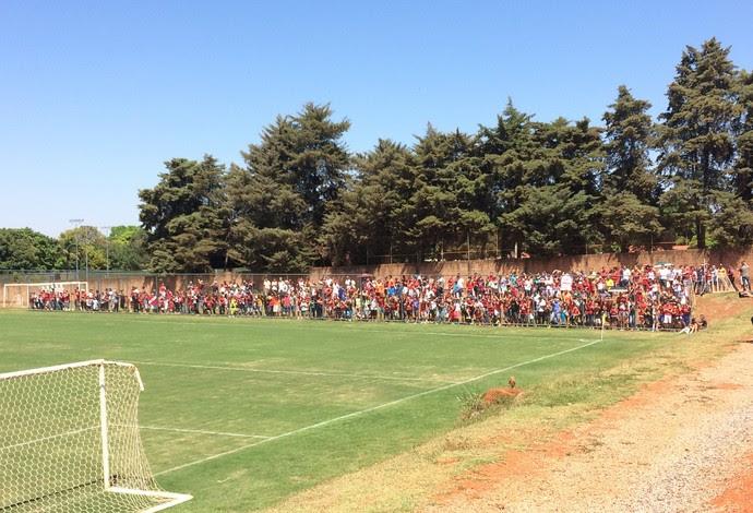 Cerca de 200 torcedores acompanharam a atividade (Foto: Ivan Raupp)