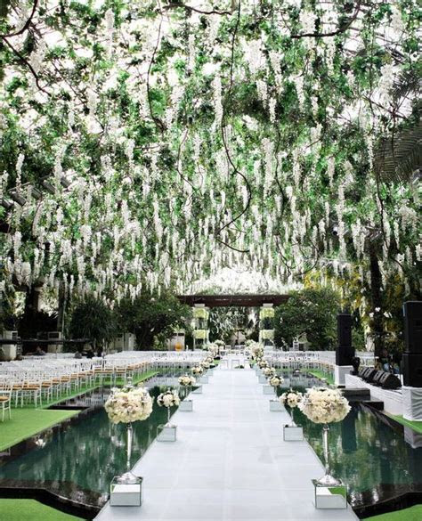 5 Hot Ideas for Your Ceremony Aisle Décor   BridalGuide