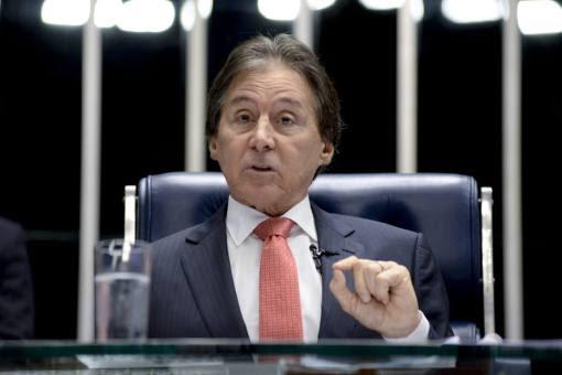 * Eunício Oliveira assume presidência da República no lugar de Temer.