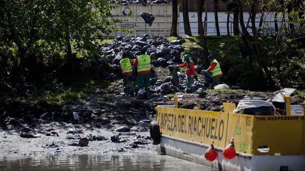 Detectan llamativas irregularidades en la compra de 110 camiones para Acumar
