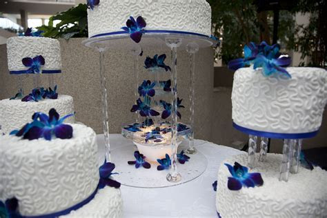 water fountain under the royal blue wedding cake decorated