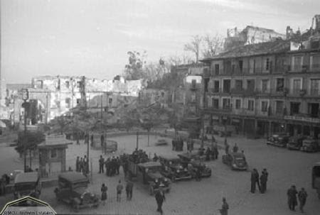 Zocodover destrozado en 1936. Foto Erich Andres. Ministerio de cultura. Centro Documental de la Memoria Histórica