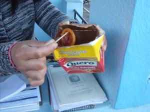 Mulher encontrou um preservativo dentro da caixa de massa de tomate em Rio Pardo (Foto: Divulgação/Brigada Militar)