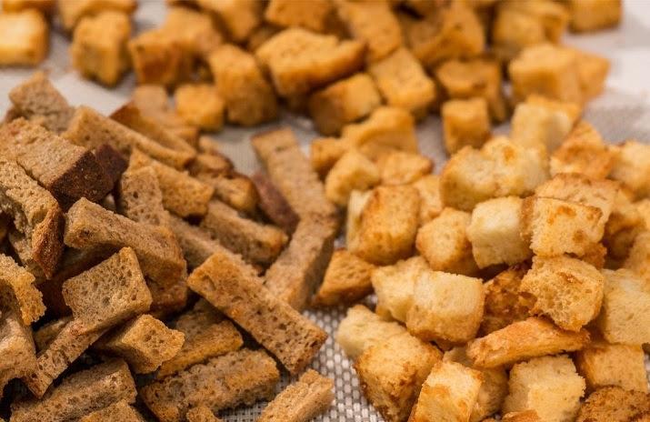 Три способа сделать очень вкусные сухарики в домашних условиях