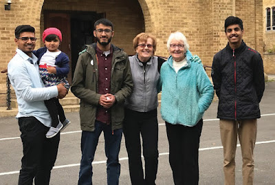 UK: Ahmadiyya Muslims and Catholics come together to help the homeless and hungry in Burnham