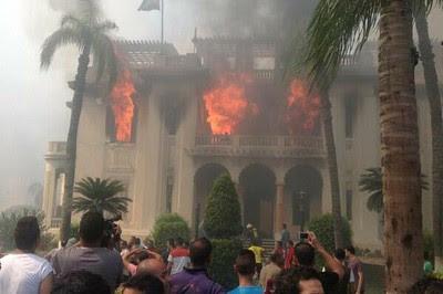 La sede de la gobernación de Giza fue incendiada por partidarios de los Hermanos Musulmanes