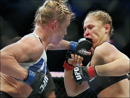 holly holm defeats rhonda rousey